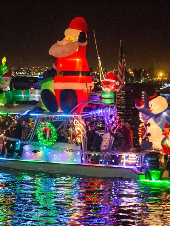 Holiday Boat Parade / photo credit: Tony Webster