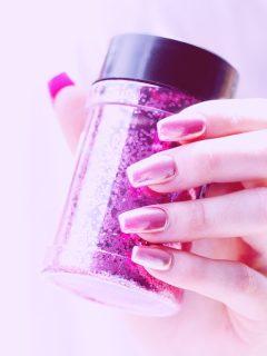 gel manicure | photo by Sharon McCutcheon on Unsplash